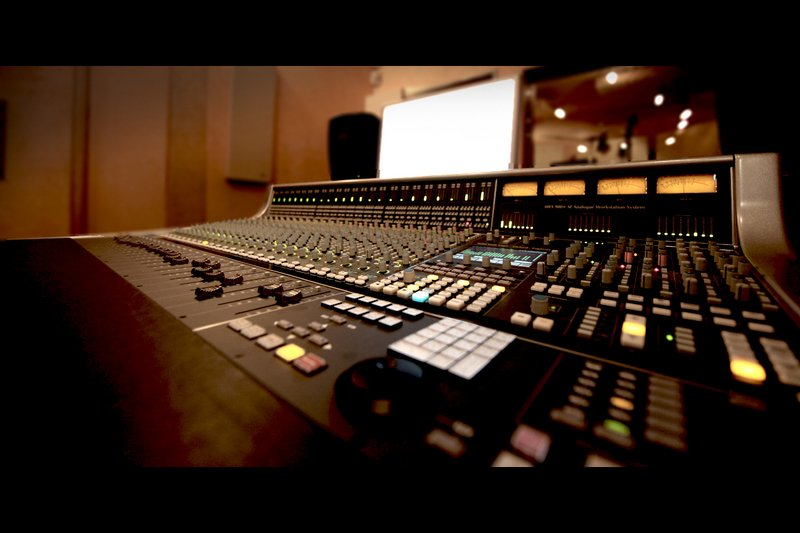 SSL-AWS-900 - One hell of a mixing console